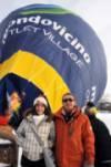 Nella foto, Greta Arena, col padre Pier Luigi, durante la fase di gonfiaggio della Mongolfiera - Clicca per ingrandire