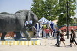 L'elefante di bronzo di Mark Coreth a Serravalle Outlet - Clicca per ingrandire