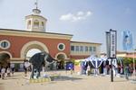 L'elefante di bronzo all'entrata di Serravalle Designer Outlet - Clicca per ingrandire