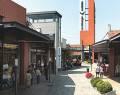 Le vie interne della cittadella del risparmio piemontese Vicolungo Outlets - Clicca per ingrandire