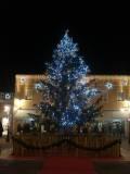 L'albero di Natale allestito da Palmanova Outlet - Clicca per ingrandire.