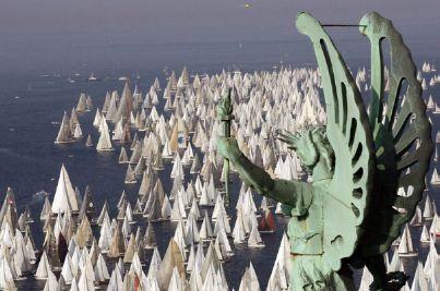 Una suggestiva immagine della Barcolana, la regata triestina in programma domenica 9 ottobre 2011.
